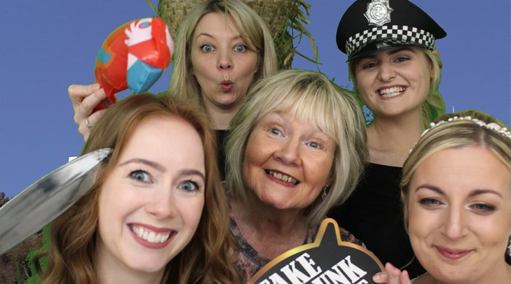 photo booth hire bromborough